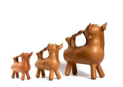 Referencia: A-21 - Titulo: Toros Ibericos - Año: Desde los años 1940 - Dimensiones: diversas medidas - Técnica: Terracota