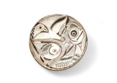 Referencia: P-V04 - Titulo: Aves y Peces - Año: 1975 - Dimensiones: 43 cm - Técnica: Raspado en Blanco